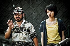 清水崇監督と満島ひかり「ラビット・ホラー3D」