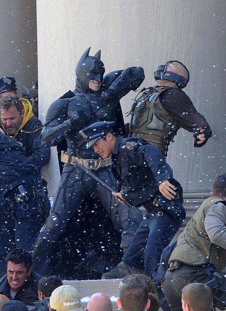 「ダークナイト」最新作、バットマンとベインの対決シーン写真公開