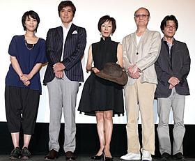 原田さん愛用のテンガロンハットと共にフォトセッション「大鹿村騒動記」