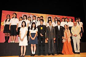 舞台挨拶を行った堺雅人らキャスト陣「日輪の遺産」