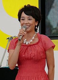 西田ひかる、約1000人を前に熱唱!「愛の嵐」