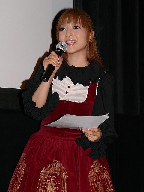 神田沙也加、舞台挨拶で見事な司会ぶり