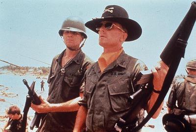 「地獄の黙示録」キルゴア中佐の名言Tシャツを入手するには…