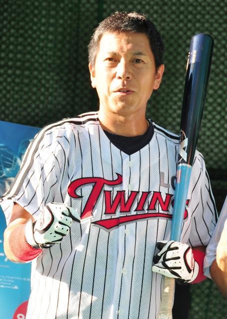 パンチ佐藤がホームラン祈願でフルスイング 62球目で快音!