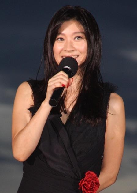 篠原涼子、初のベッドシーンに監督が太鼓判