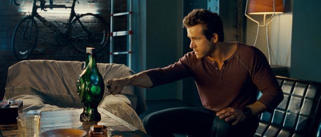 ヒーローがノリノリで変身自慢 「グリーン・ランタン」劇中映像を入手