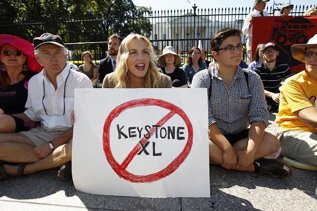 ダリル・ハンナ、ホワイトハウス前の抗議デモで逮捕