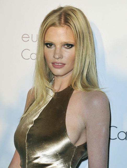 「オースティン・パワーズ4」ヒロインに、英モデルのララ・ストーン?