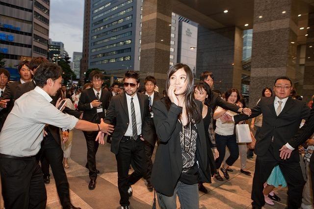篠原涼子の「アンフェア」な登場で大阪駅がパニック!