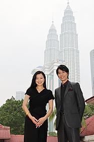 ツインタワーを背景に会見に臨んだ 鈴木京香と長谷川博己「セカンドバージン」