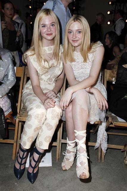 ダコタ&エル・ファニング姉妹、ファッションショーに出席