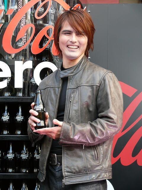 琉球トム・クルーズ、ハチ公前で「M:i:IV」&「コカ・コーラ ...
