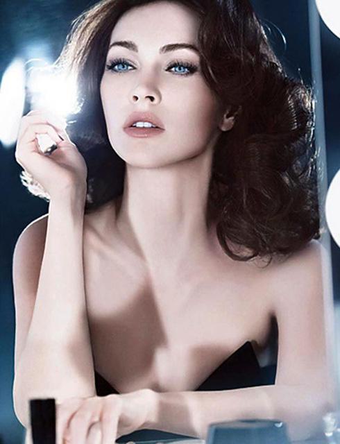 ミーガン・フォックスの魅惑的なアルマーニ新広告写真が公開