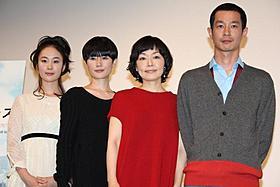 「東京オアシス」完成披露試写会に登場した小林聡美ら「東京オアシス」
