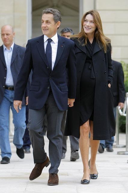 サルコジ仏大統領、カーラ夫人に女児誕生!