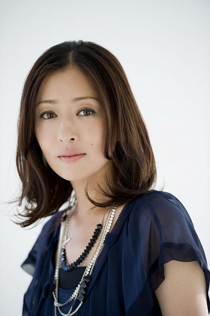 松雪泰子、「スマグラー」で裏社会のゴスロリ女社長に