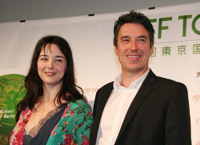 「ガザを飛ぶブタ」公式会見に出席した ミリアム・テカイア、シルバン・エスティバル監督