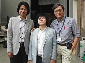撮影現場を訪れた辻井伸行(中央)と渡辺謙、江口洋介「はやぶさ 遥かなる帰還」
