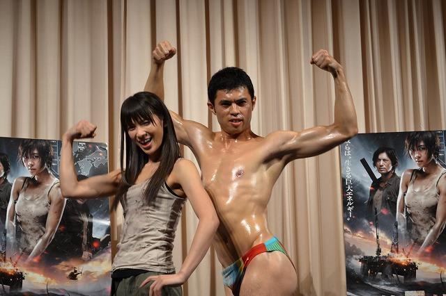 AKB48秋元才加、筋肉質を明かすも「生写真は腹筋消される」