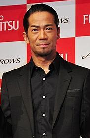 富士通スマートフォン発表会に出席したHIRO