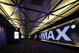 全10スクリーン、計2045席は湘南エリア最大規模「カウボーイ&エイリアン」