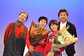 「奇跡」のDVDリリースを記念し会見した(左から) 樹木希林、まえだまえだ、是枝裕和監督「奇跡」