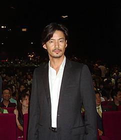 ファン800人が見守るなか、舞台挨拶に立った竹野内豊「太平洋の奇跡 フォックスと呼ばれた男」