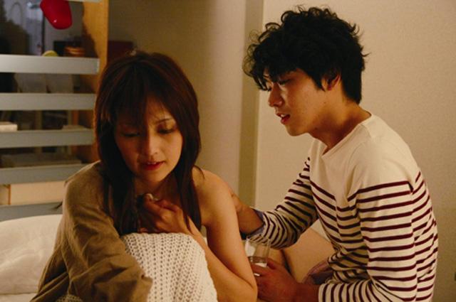 吉井怜「夕闇ダリア」で一糸まとわぬ迫真の演技 特別映像を入手