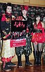 「モー娘。」新垣、真っ赤なセクシー忍者衣装にご機嫌