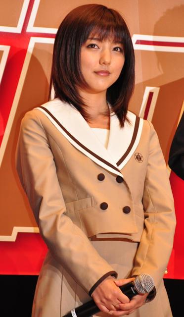 真野恵里菜「20歳なのに女子高生ライダーです」と自虐挨拶