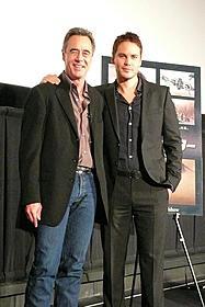 「僕も完成版が楽しみ」というテイラー・キッチュ(右)と ジム・モリスプロデューサー(左)「スター・ウォーズ」