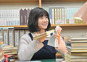 森山未來演じる北町貫多が思いを寄せる桜井康子に扮する前田敦子「苦役列車」