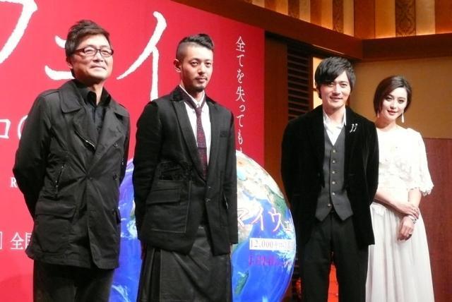 (左より)カン監督、オダギリジョー、チャン・ドンゴン、ファン・ビンビン