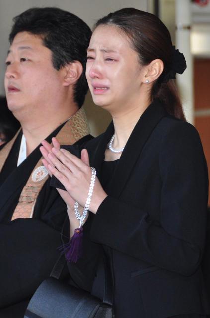 北川景子号泣 織田裕二、黒木瞳らが森田芳光監督に最後の別れ
