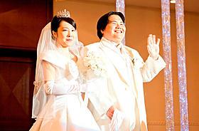 松田翔太扮する田中の親友・井上とロボの挙式シーン「アフロ田中」