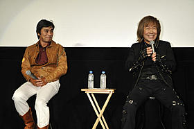 オールナイトイベントを行った大葉健二(左)と串田アキラ「宇宙刑事シャイダー」