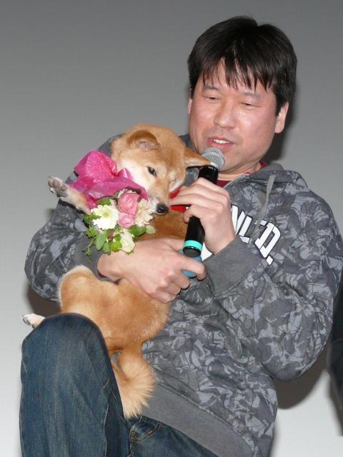 """佐藤二朗、""""マメシバ一郎""""と再会 犬の成長の早さに驚き - 画像1"""