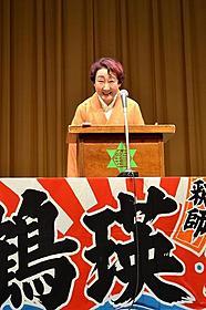 介護体験を語った田辺鶴瑛「父の初七日」
