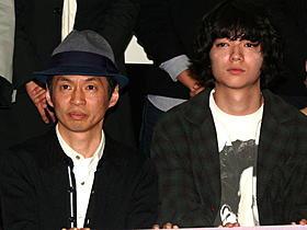 舞台挨拶に登壇した石井岳龍監督と染谷将太「生きてるものはいないのか」