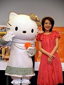キティちゃんは人気ブランド「ANTEPRIMA」特注の衣装で登場「ヤング≒アダルト」