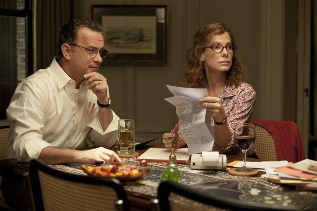 (左より)父親役を演じたトム・ハンクスと母親役のサンドラ・ブロック
