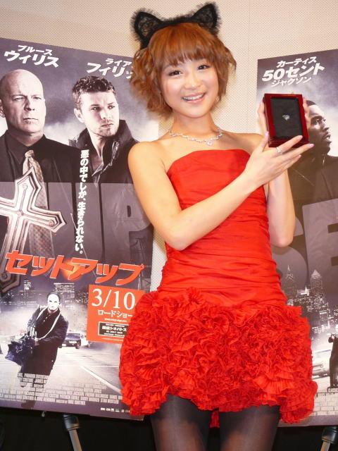鈴木奈々、7億円超のダイヤを手に「こんなの見たときなーい」と大興奮