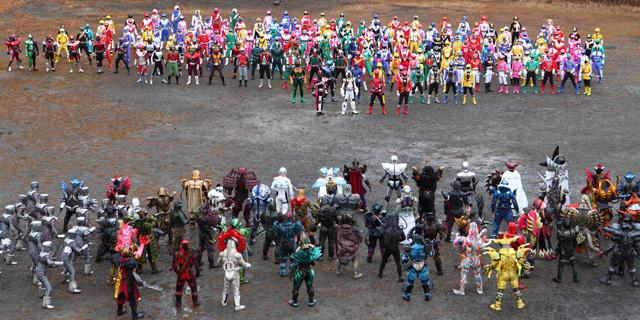 ライダー&戦隊ヒーローVS敵キャラ、総勢485人で大バトル