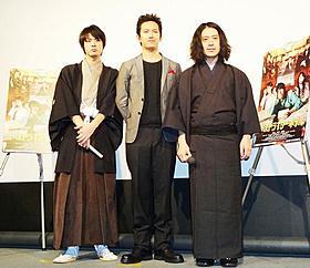 文豪マニアとして知られているピース又吉(右)「ゴーストライターホテル」