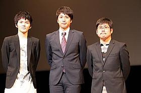 「莫逆家族」の舞台挨拶に立った(左から)林遣都、徳井義実、熊切和嘉監督「莫逆家族 バクギャクファミーリア」