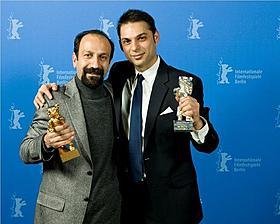ペイマン・モアディ(右)とアスガ―・ファルハディ監督「別離」