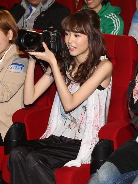 桐谷美玲、カメラマンに挑戦「目線ください」とプロ顔負け