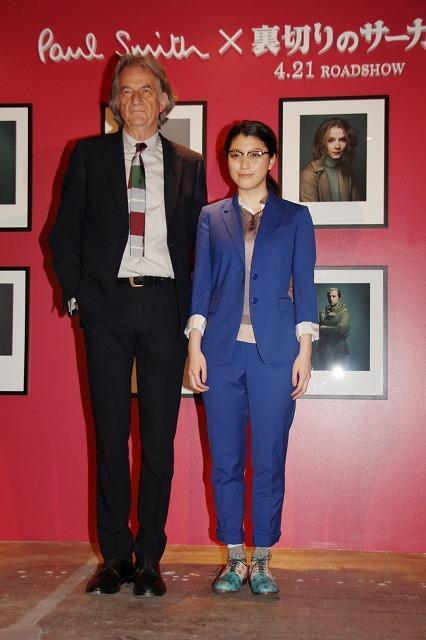 成海璃子、ポール・スミス氏のファッションチェックに照れ笑い