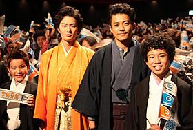 岡田将生の左後方に……「宇宙兄弟」