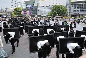 異様な光景に泣き出す女の子の姿も「貞子3D」
